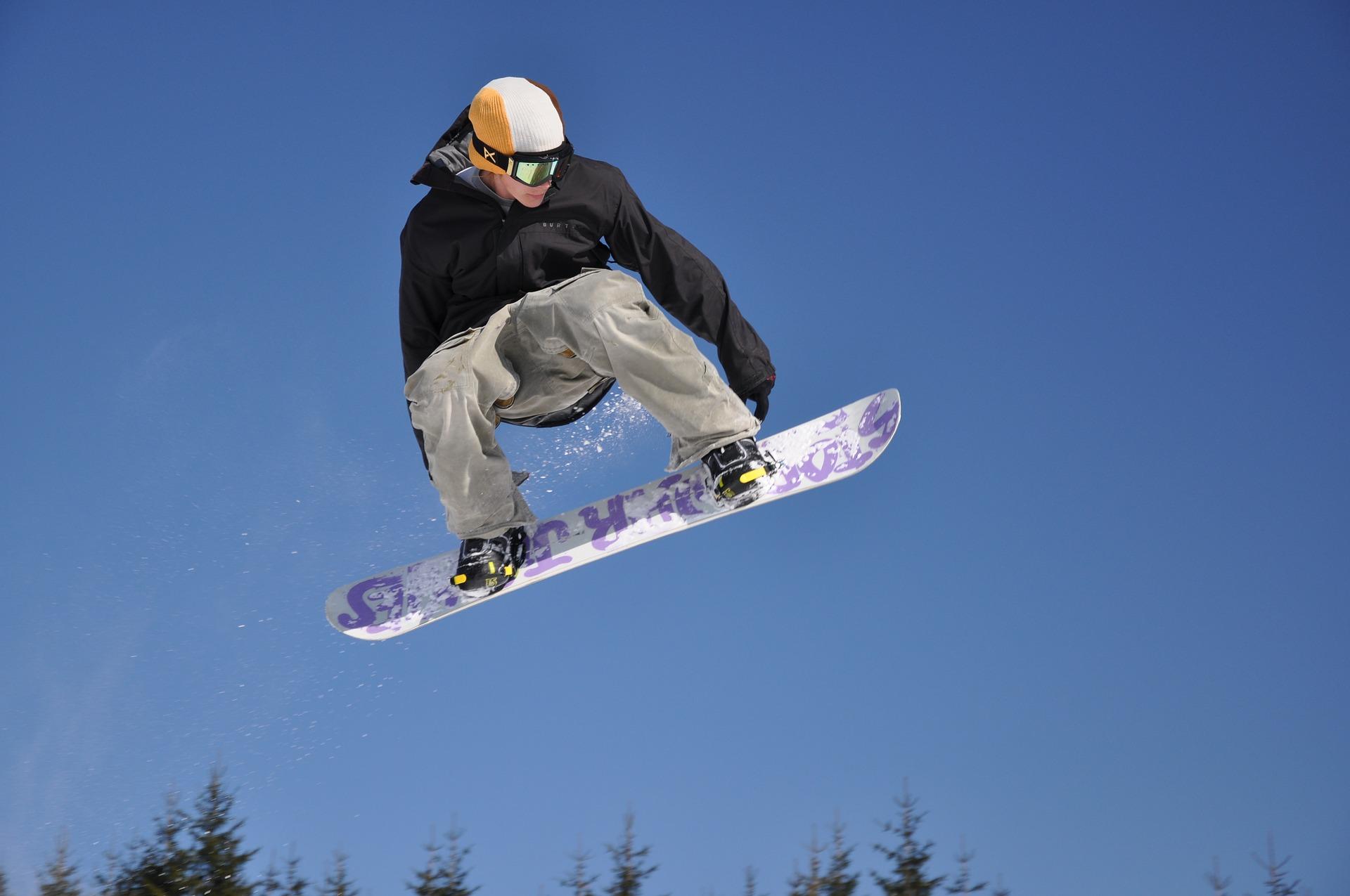 snowboarding-3176182_1920